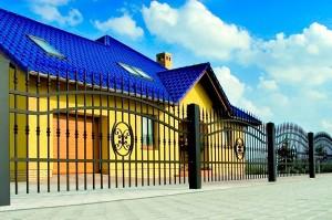 кованый металлический забор - фото