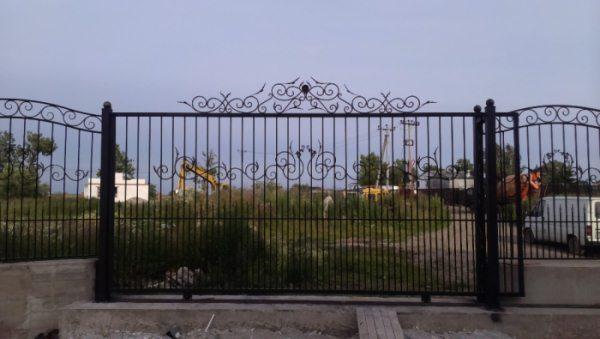 кованые ворота - фото готового изделия